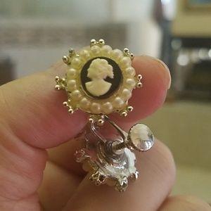 PM 328 Vintage screw-on cameo earrings